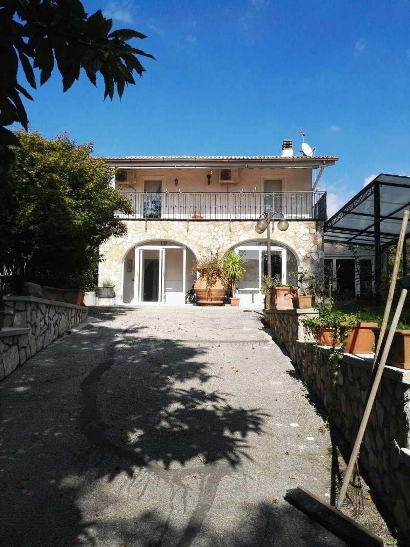 Villa in vendita a Rocca Priora, 6 locali, prezzo € 420.000 | CambioCasa.it