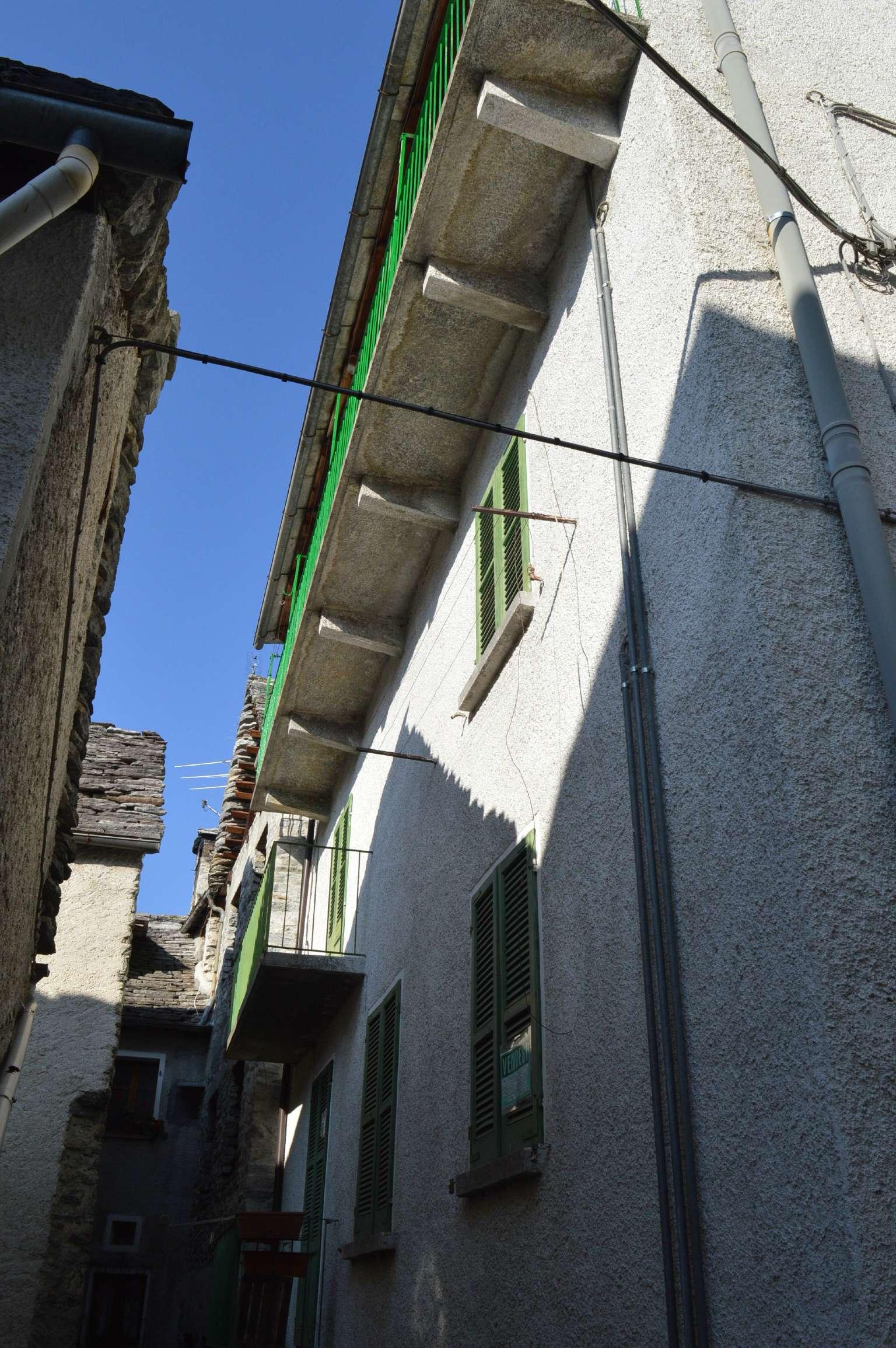 Appartamento in buone condizioni arredato in vendita Rif. 8663971