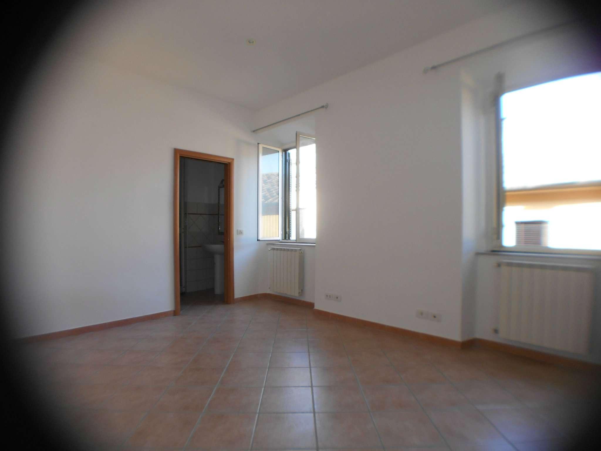 Appartamento parzialmente arredato in affitto Rif. 5598536