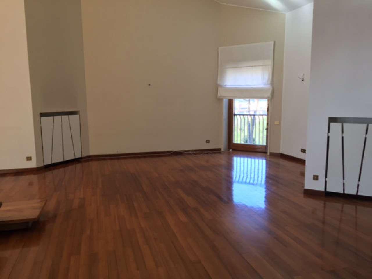 Attico mansarda roma affitto zona 2 flaminio for Piani per due box auto con appartamento sopra