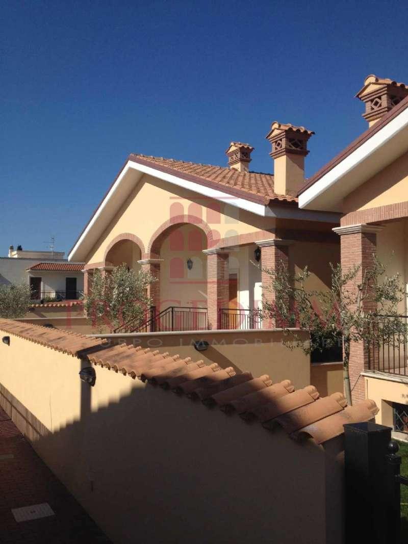 Villa Bifamiliare in vendita a Roma, 7 locali, zona Zona: 36 . Finocchio, Torre Gaia, Tor Vergata, Borghesiana, prezzo € 239.000 | CambioCasa.it