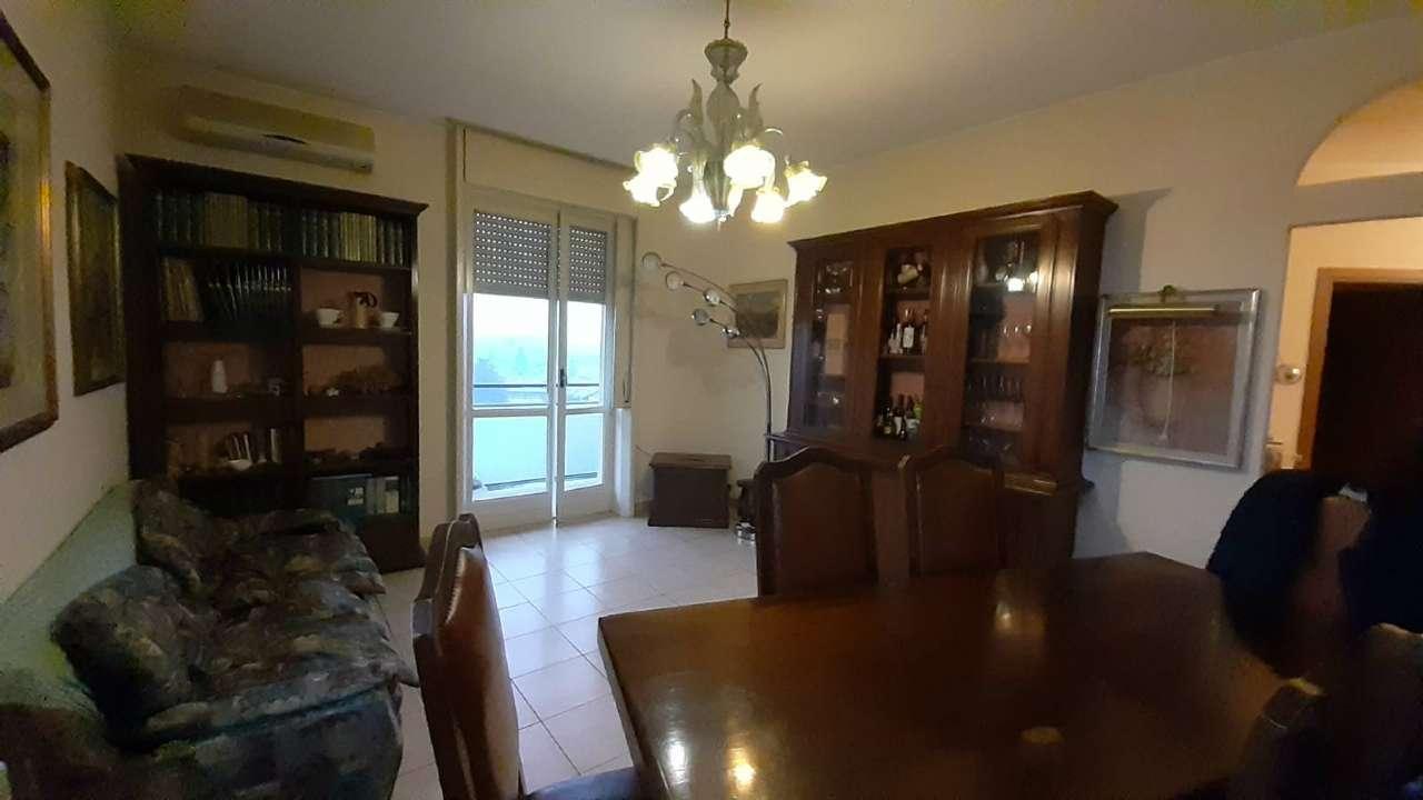 Appartamento in vendita a Cardano al Campo, 3 locali, prezzo € 83.000 | CambioCasa.it