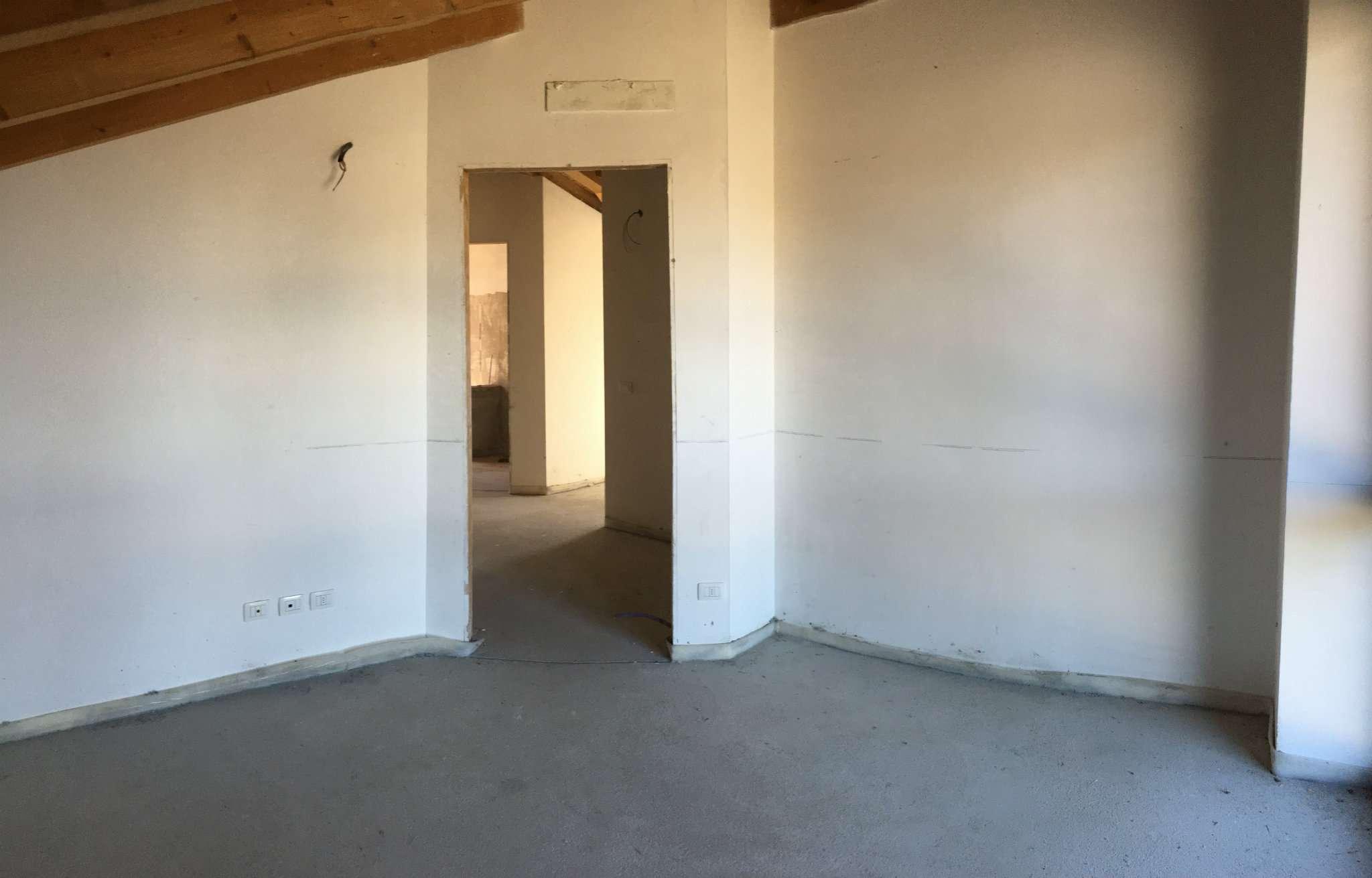 Vendesi Villa a Sumirago