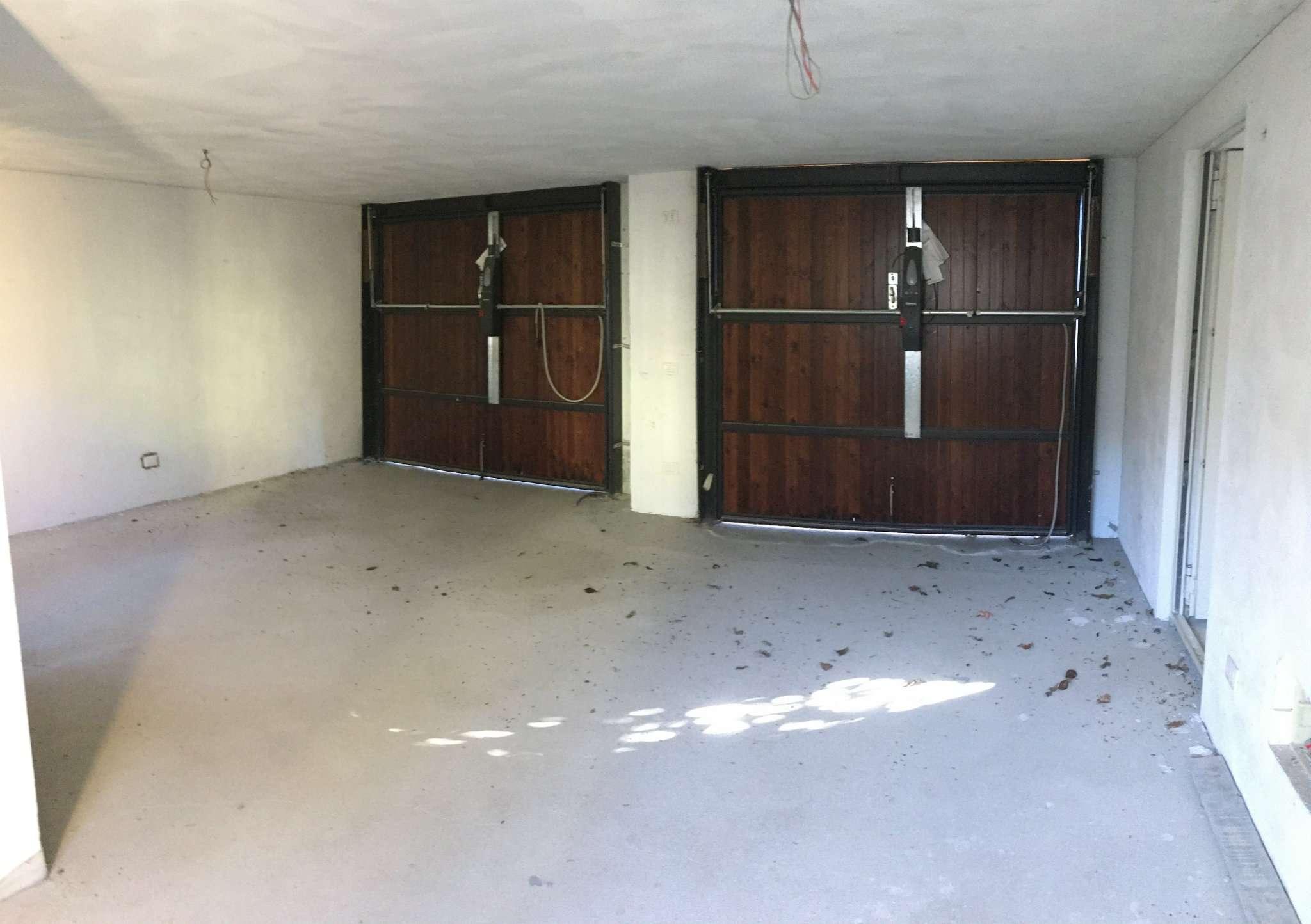 Vendesi a Sumirago Villa