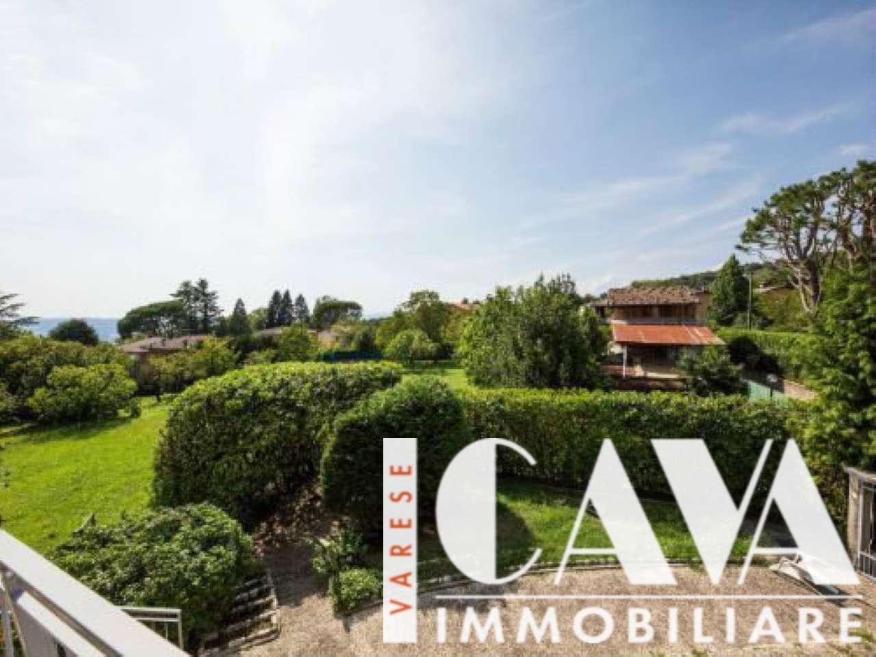 Villa Bifamiliare in vendita a Barasso, 7 locali, prezzo € 420.000 | CambioCasa.it