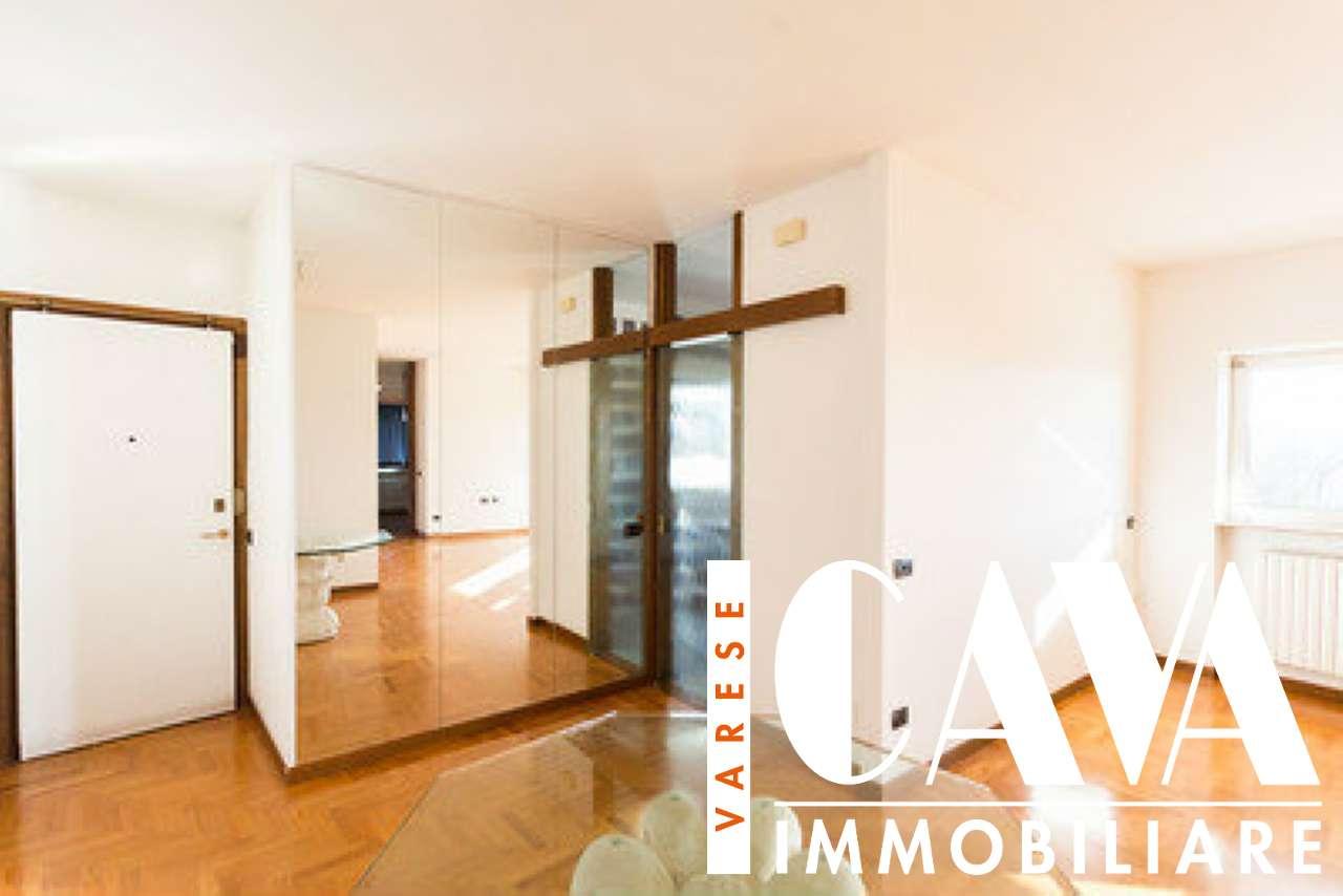 Appartamento in vendita a Varese, 2 locali, prezzo € 155.000 | CambioCasa.it