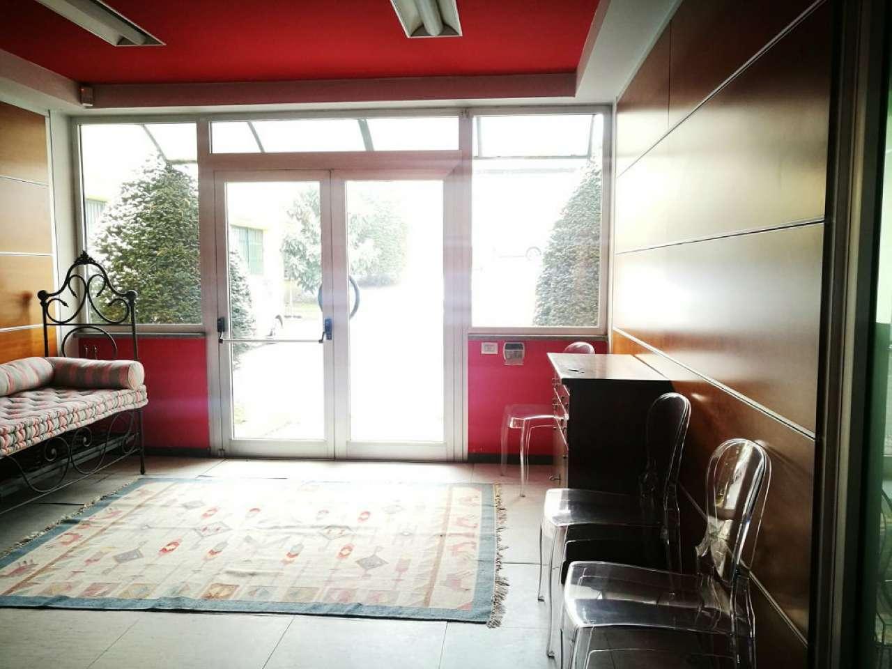 Capannone in affitto a Moncalieri, 9 locali, prezzo € 1.600   CambioCasa.it
