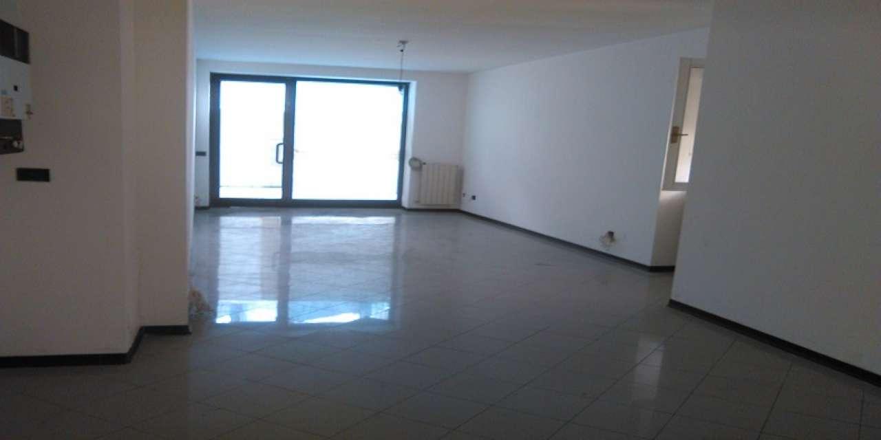 Negozio / Locale in vendita a Cernusco sul Naviglio, 2 locali, prezzo € 295.000 | PortaleAgenzieImmobiliari.it
