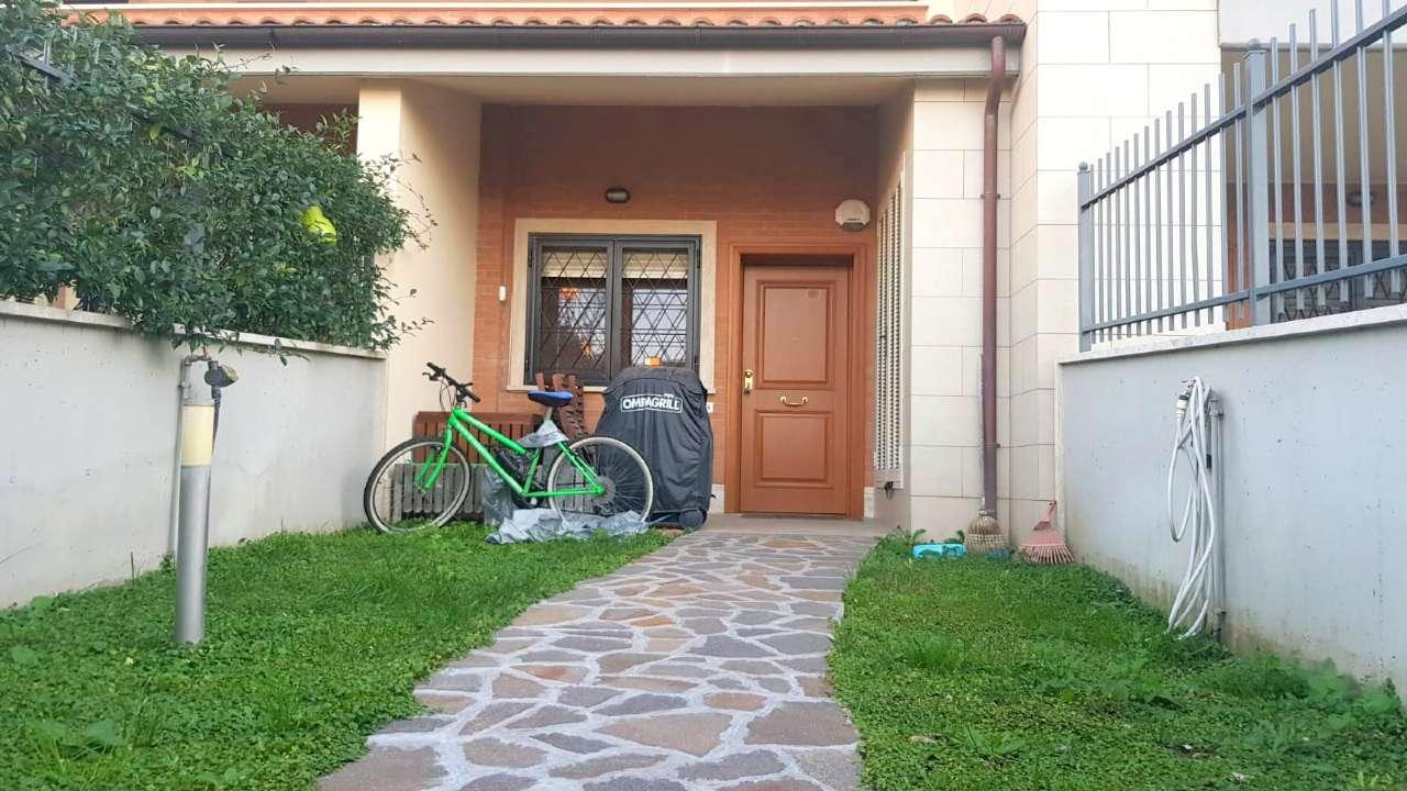 Appartamento in vendita a Roma, 2 locali, zona Zona: 22 . Eur - Torrino - Spinaceto, prezzo € 210.000   CambioCasa.it