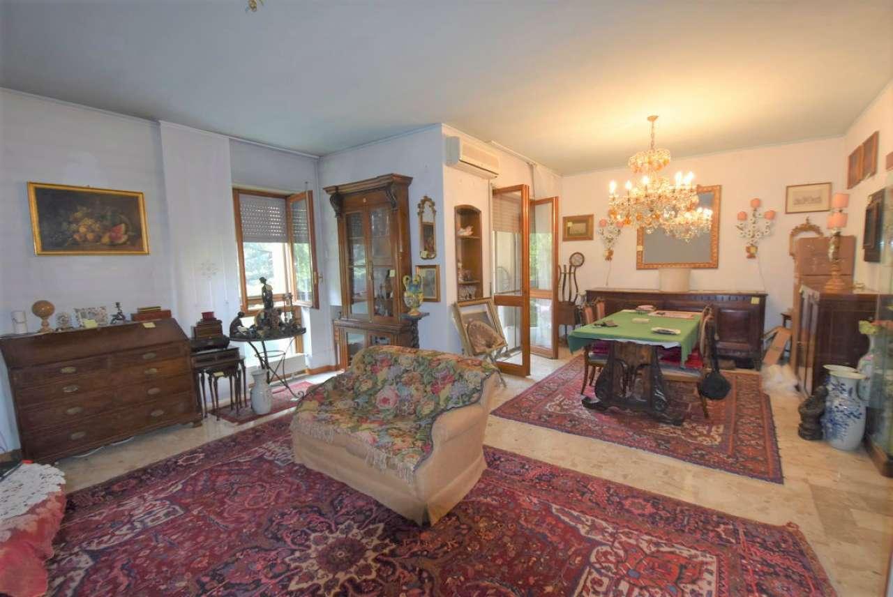 Appartamento da ristrutturare in vendita Rif. 7364297