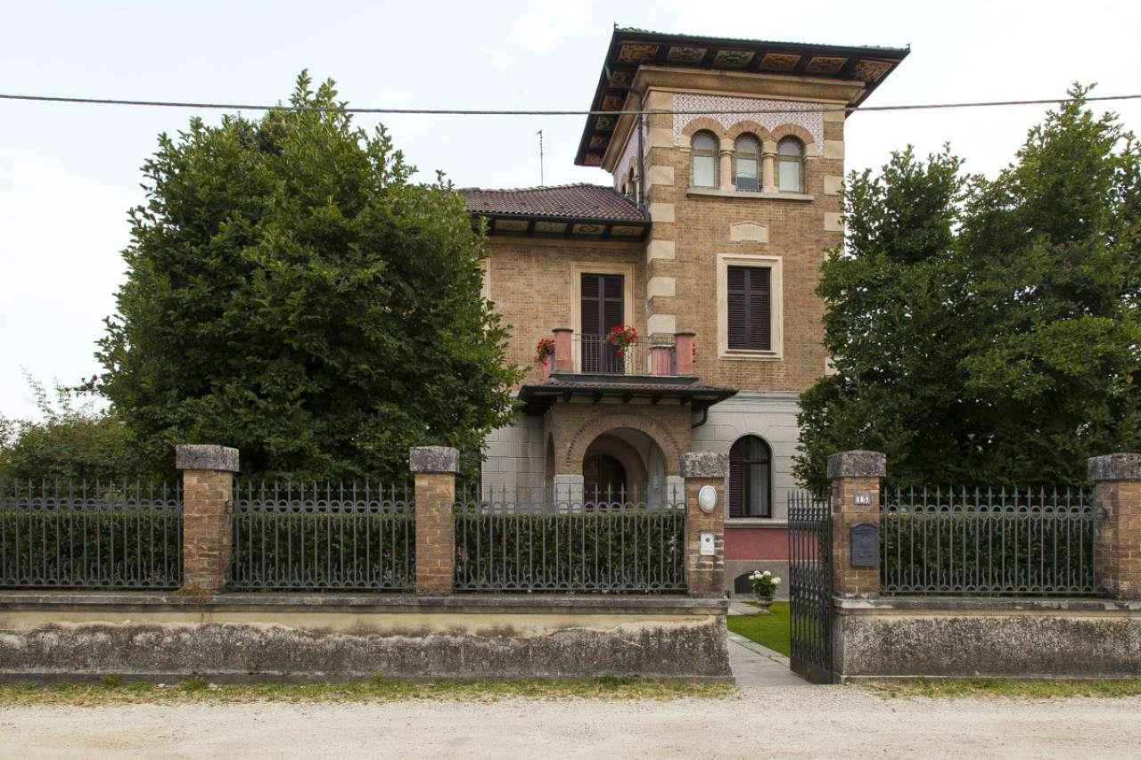Villa in vendita a Carignano, 7 locali, prezzo € 1.100.000 | CambioCasa.it