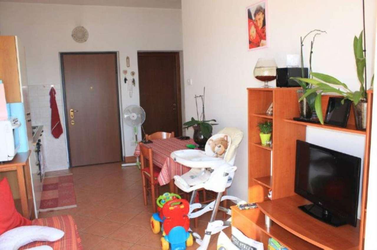 Appartamento in affitto a Monvalle, 2 locali, prezzo € 420 | CambioCasa.it