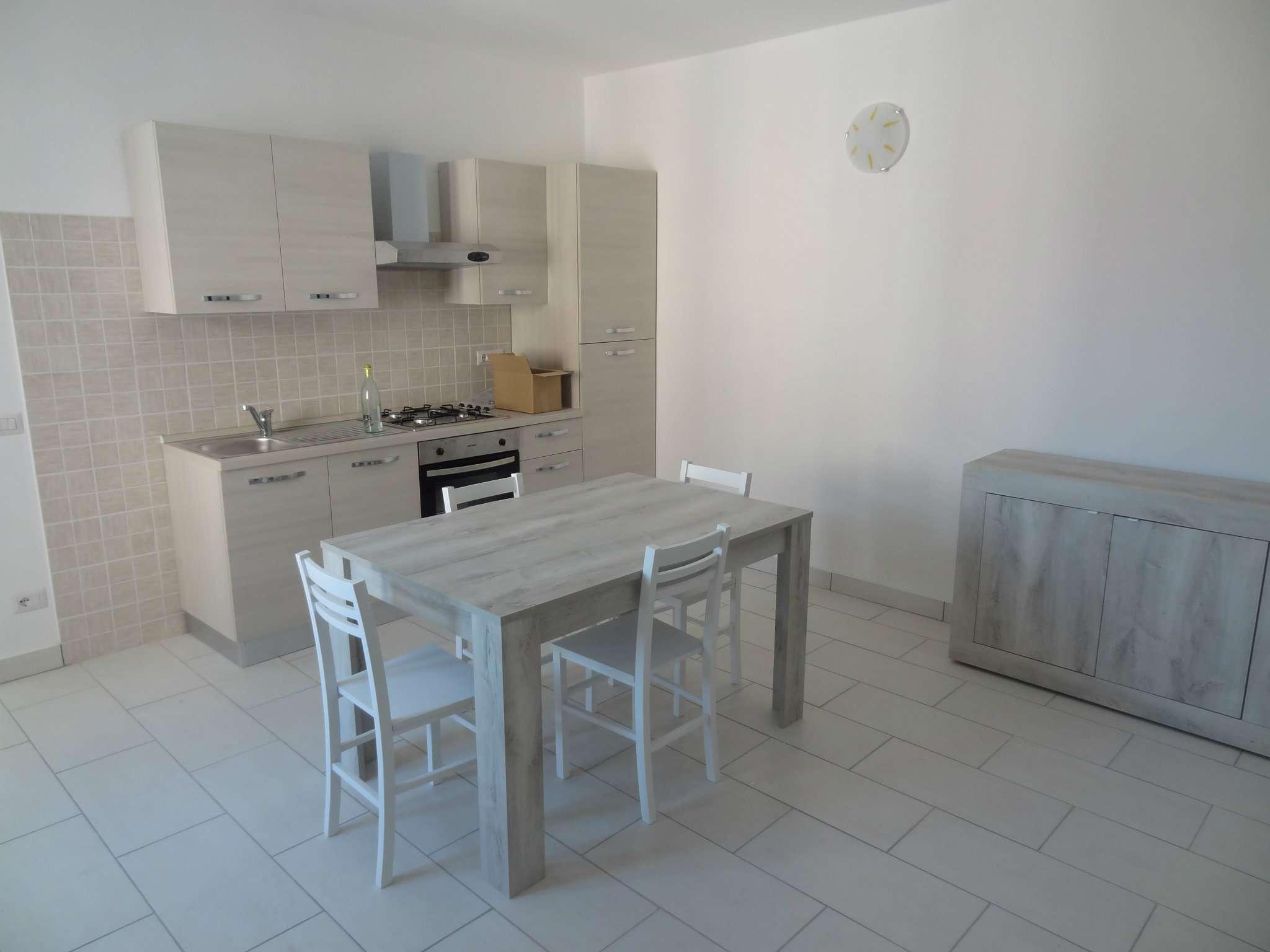 Appartamento in affitto a Monvalle, 2 locali, prezzo € 500 | CambioCasa.it