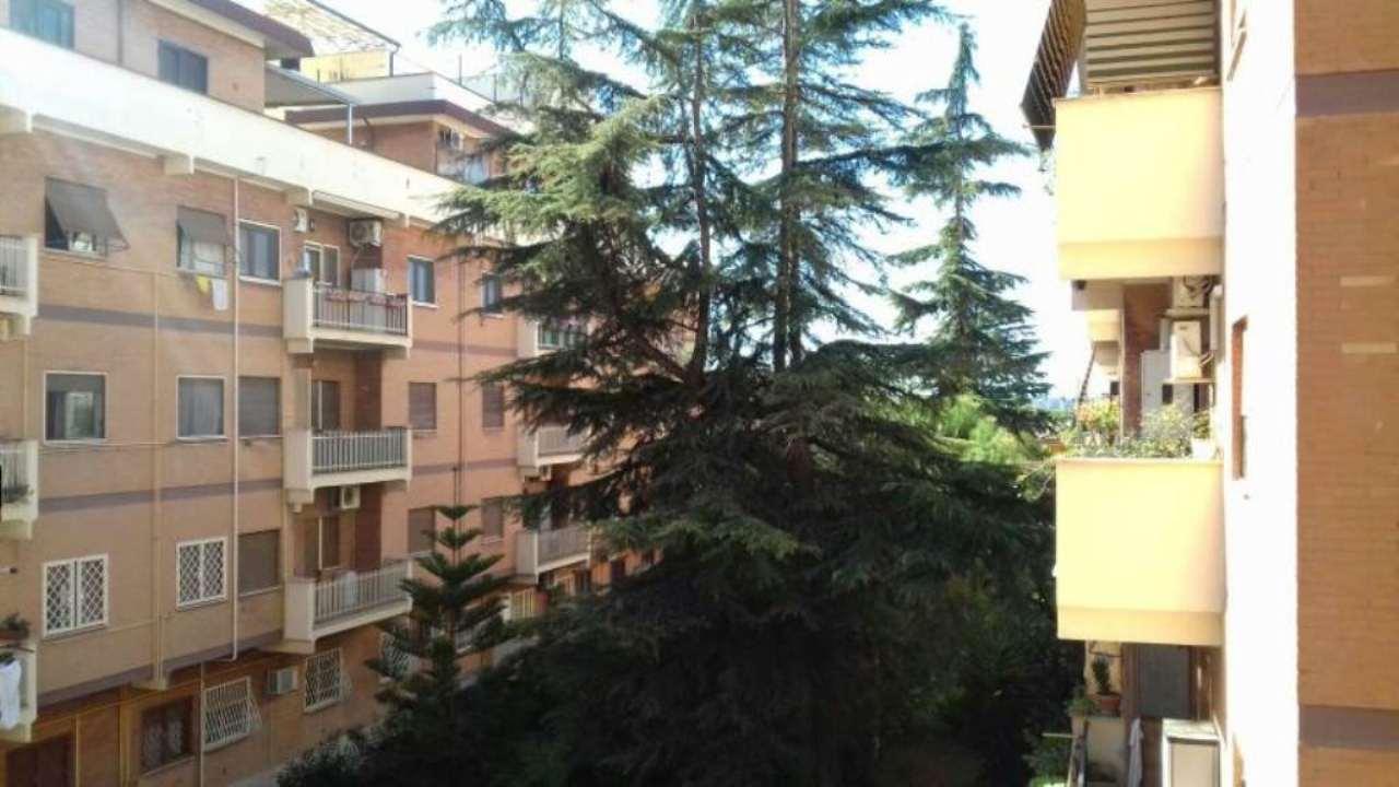 Appartamento in buone condizioni parzialmente arredato in vendita Rif. 7284018