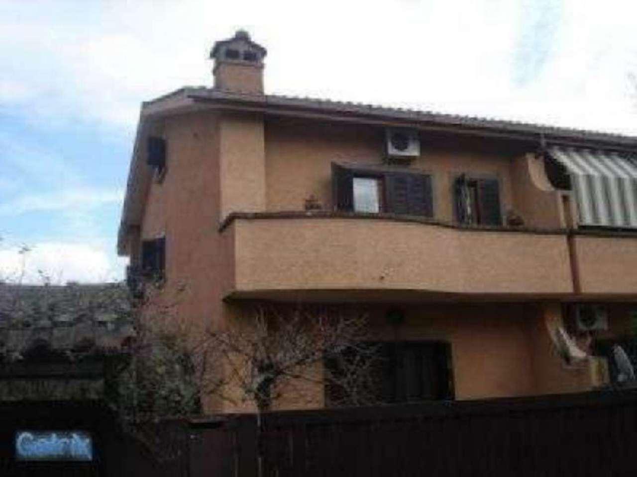 Villa Bifamiliare in vendita a Roma, 6 locali, zona Zona: 38 . Acilia, Vitinia, Infernetto, Axa, Casal Palocco, Madonnetta, prezzo € 349.000 | CambioCasa.it