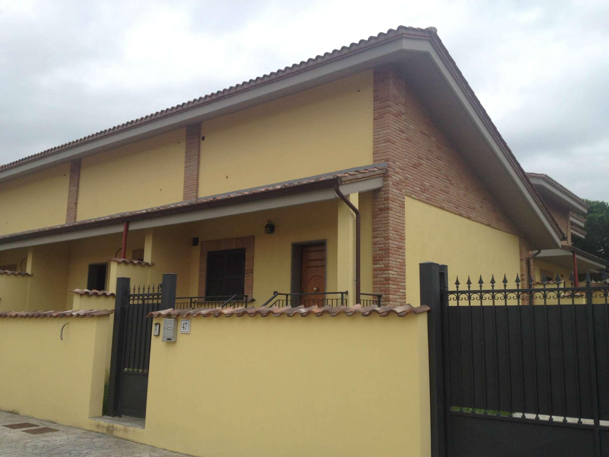 Villa Tri-Quadrifamiliare in vendita a Roma, 4 locali, zona Zona: 38 . Acilia, Vitinia, Infernetto, Axa, Casal Palocco, Madonnetta, prezzo € 219.000 | CambioCasa.it
