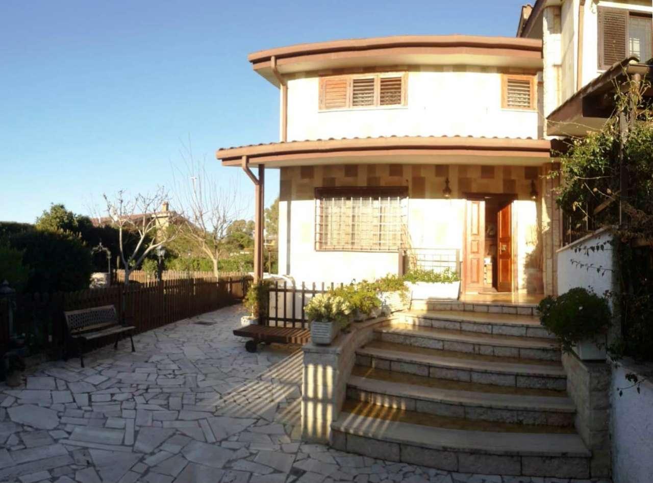 Villa Tri-Quadrifamiliare in vendita a Roma, 5 locali, zona Zona: 38 . Acilia, Vitinia, Infernetto, Axa, Casal Palocco, Madonnetta, prezzo € 299.000 | CambioCasa.it