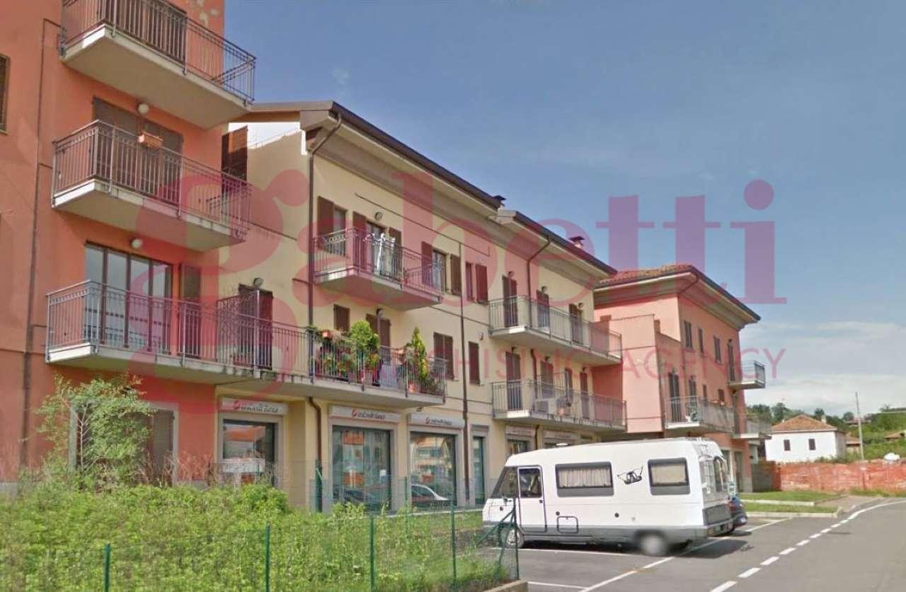 Negozio / Locale in affitto a Cavaria con Premezzo, 7 locali, prezzo € 1.000 | CambioCasa.it