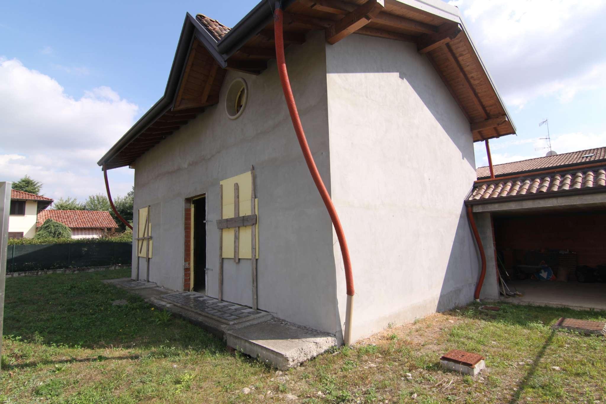 Villa in vendita a Lonate Pozzolo, 4 locali, prezzo € 135.000 | CambioCasa.it