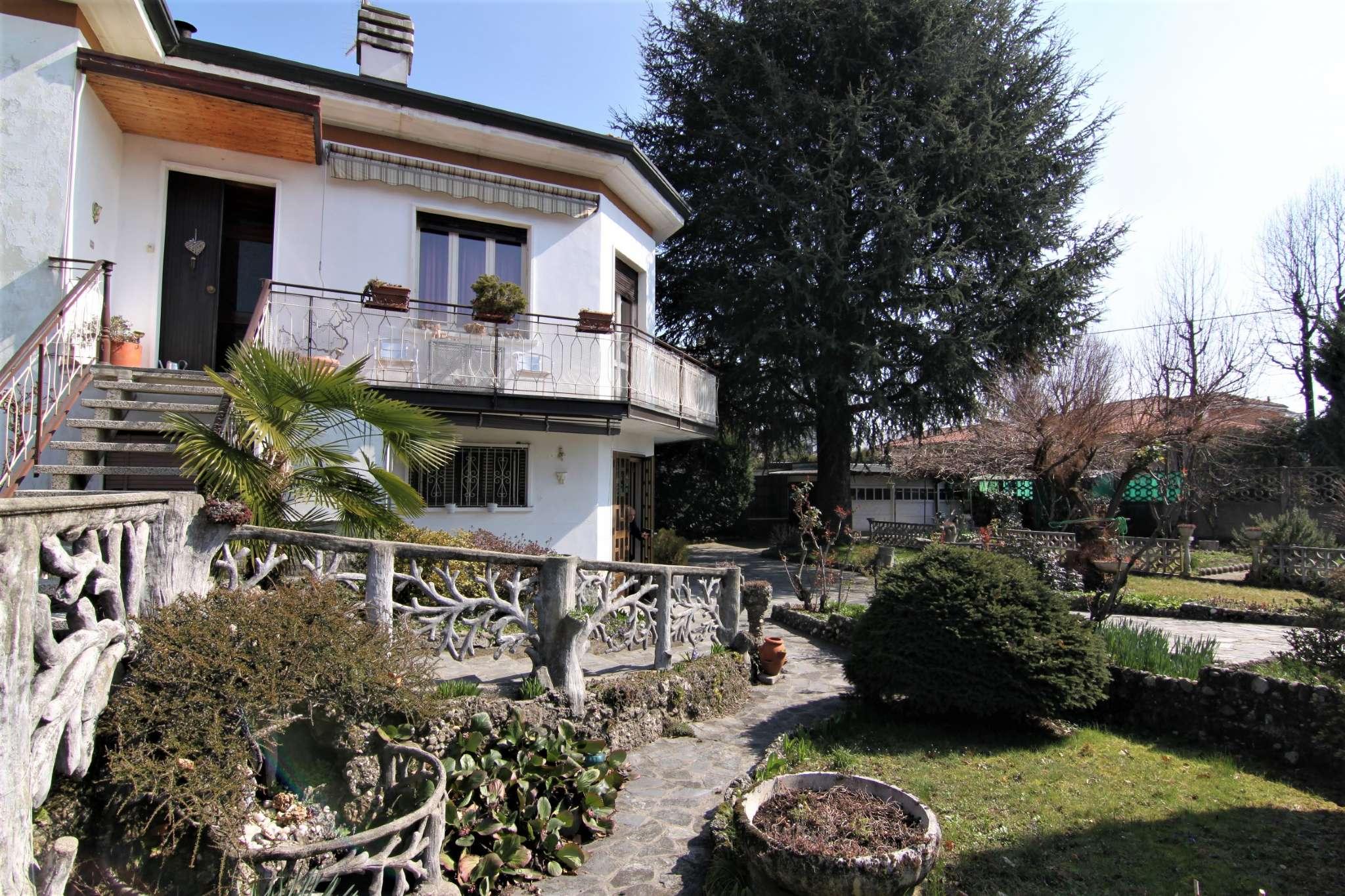 Villa in vendita a Cassano Magnago, 5 locali, prezzo € 215.000   CambioCasa.it