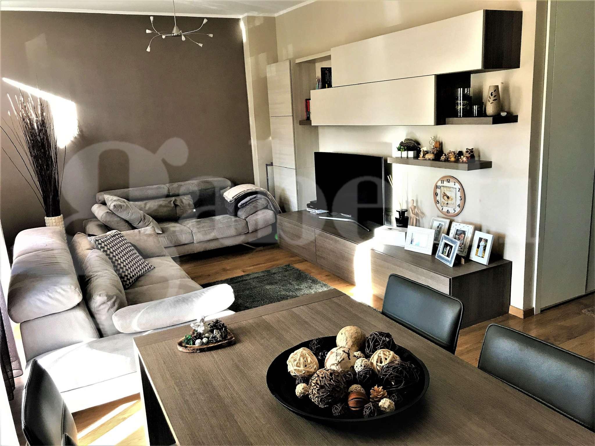 Appartamento in vendita a Samarate, 3 locali, prezzo € 205.000 | CambioCasa.it