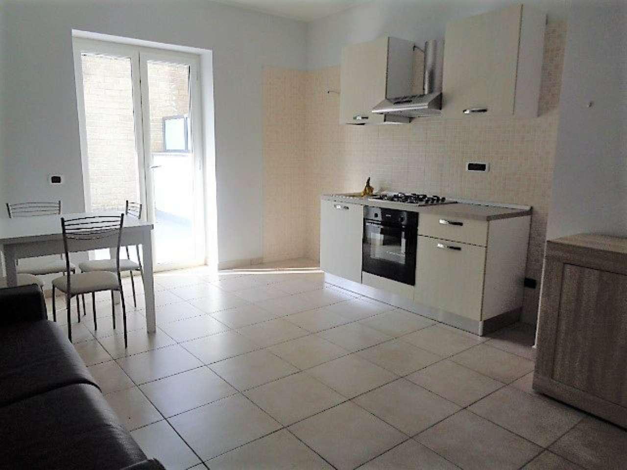 Appartamento in ottime condizioni parzialmente arredato in affitto Rif. 7244795