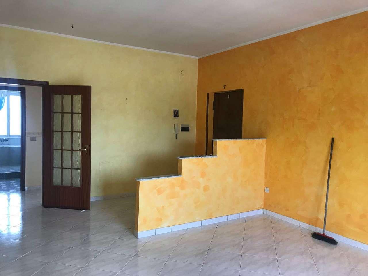 Appartamento in buone condizioni in affitto Rif. 7163882