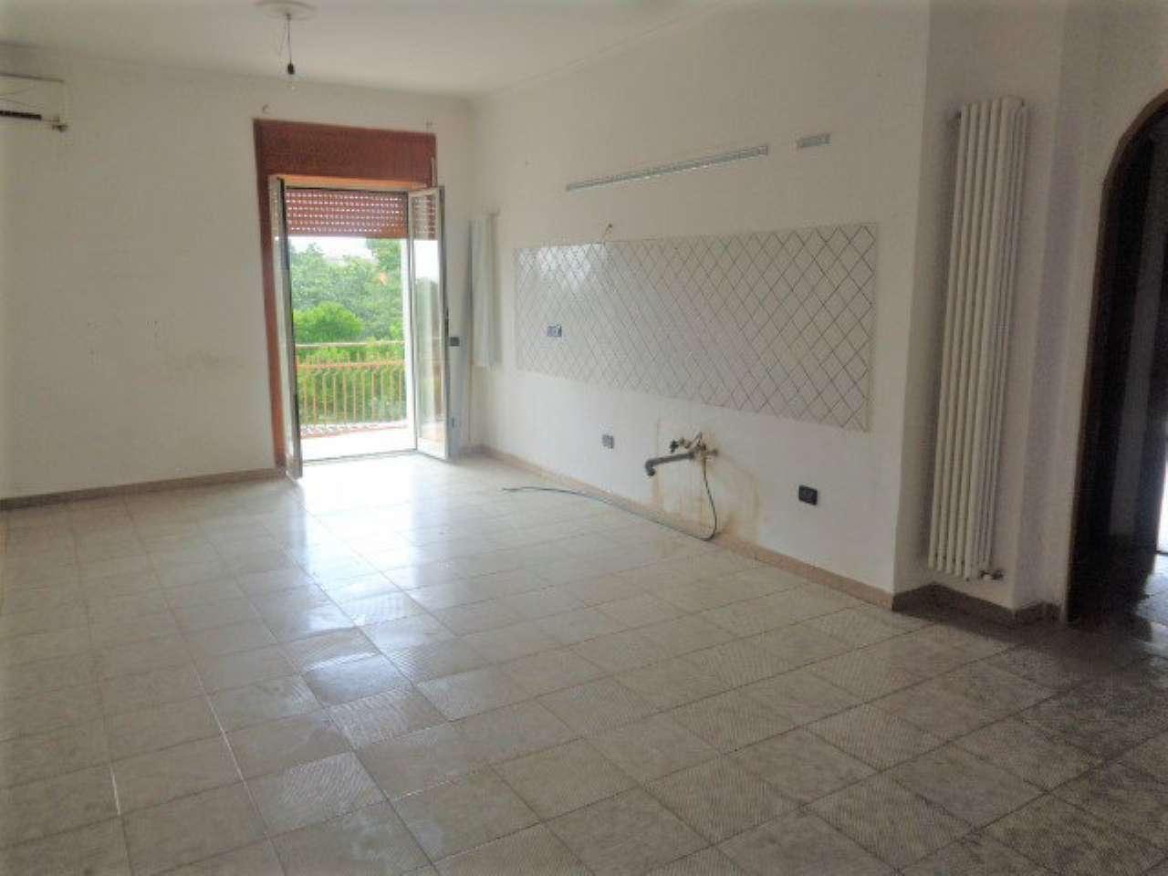 Appartamento in buone condizioni in affitto Rif. 7284040