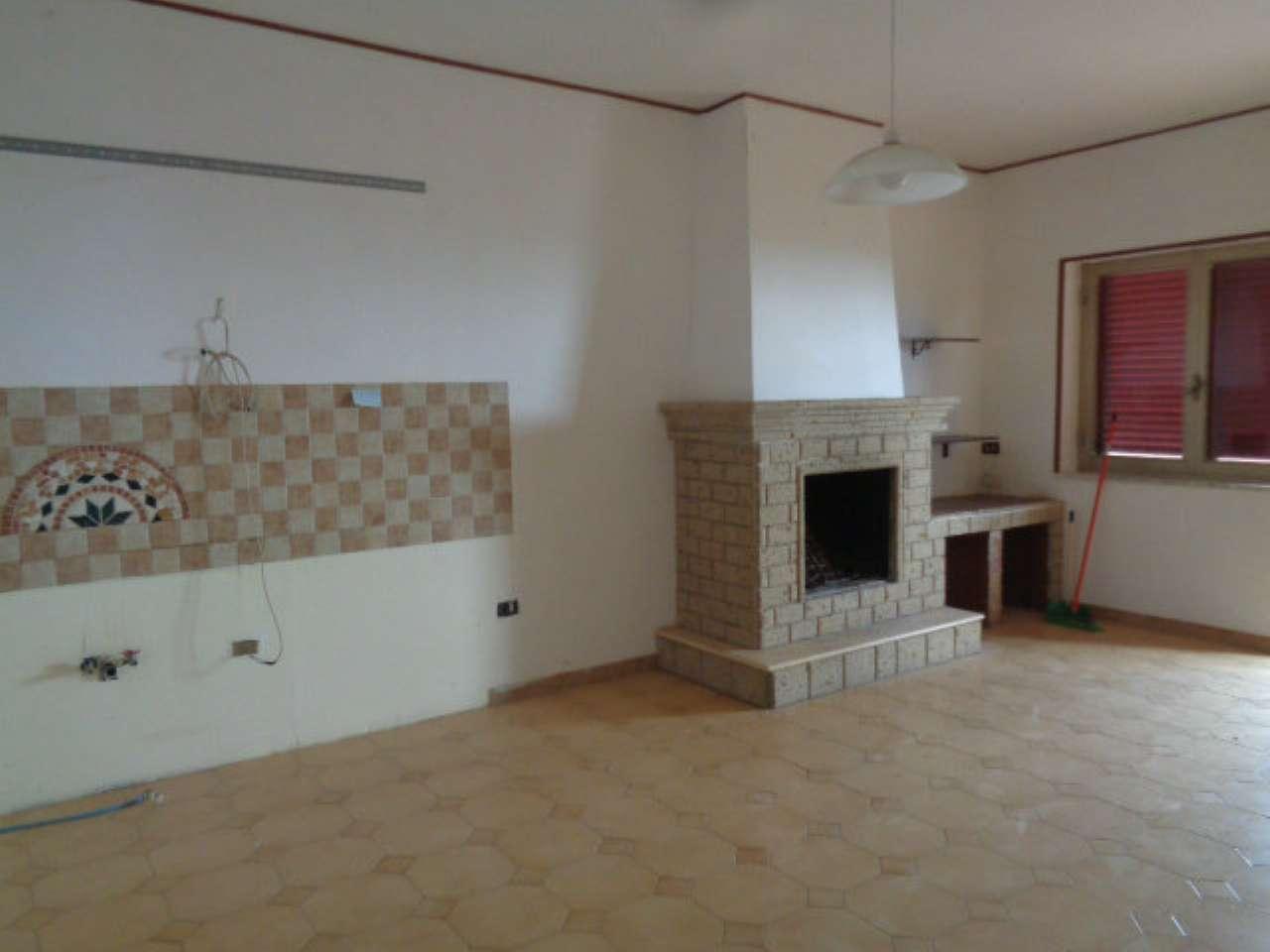 Appartamento in discrete condizioni in affitto Rif. 7284042