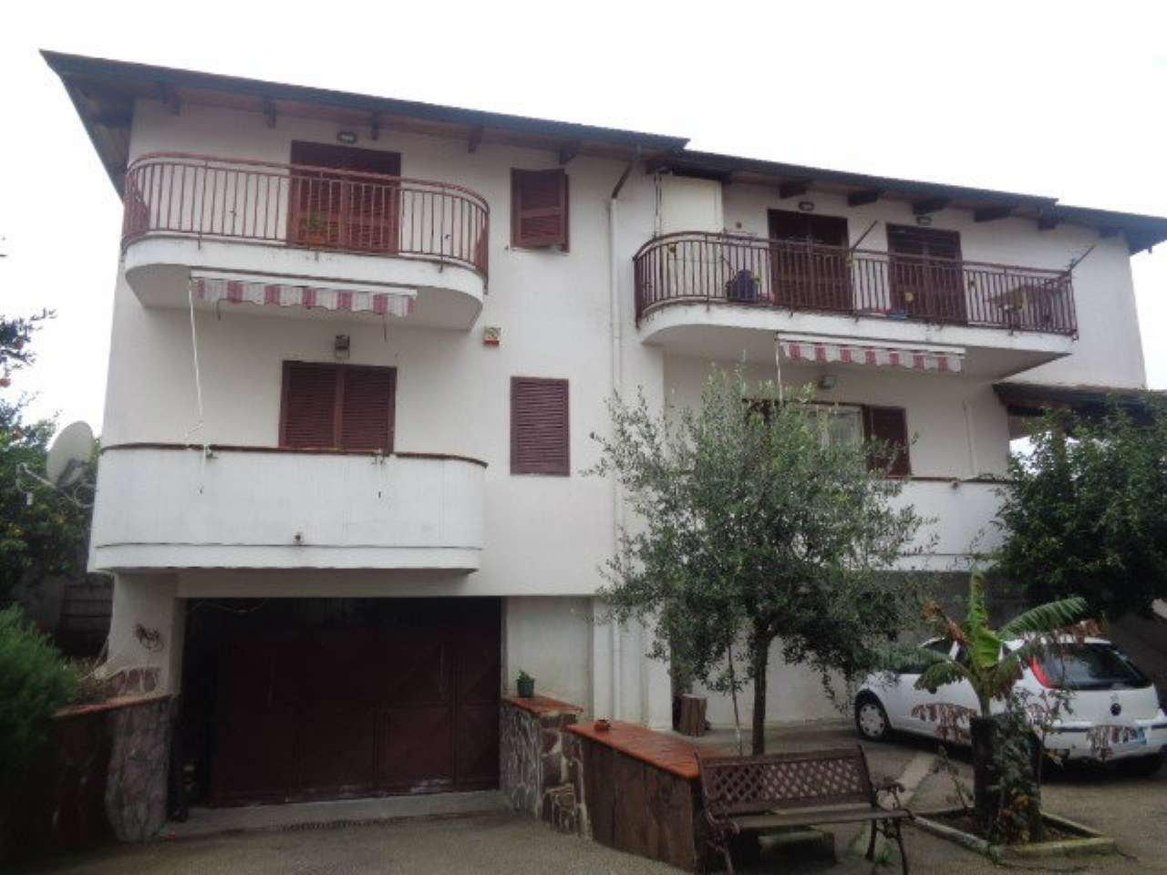 Appartamento in buone condizioni in affitto Rif. 7349425