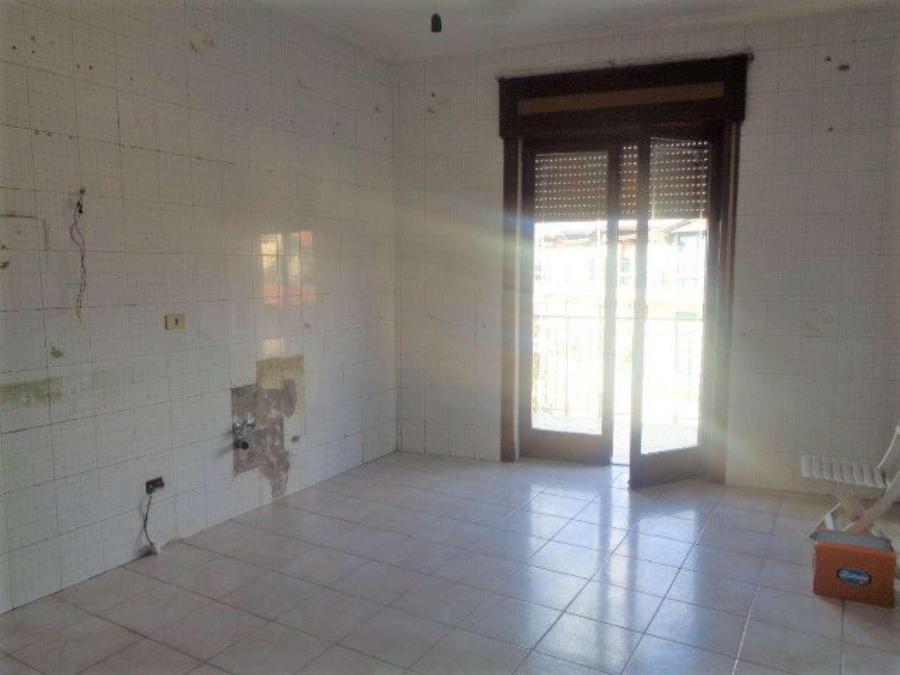 Appartamento in buone condizioni in affitto Rif. 8381810