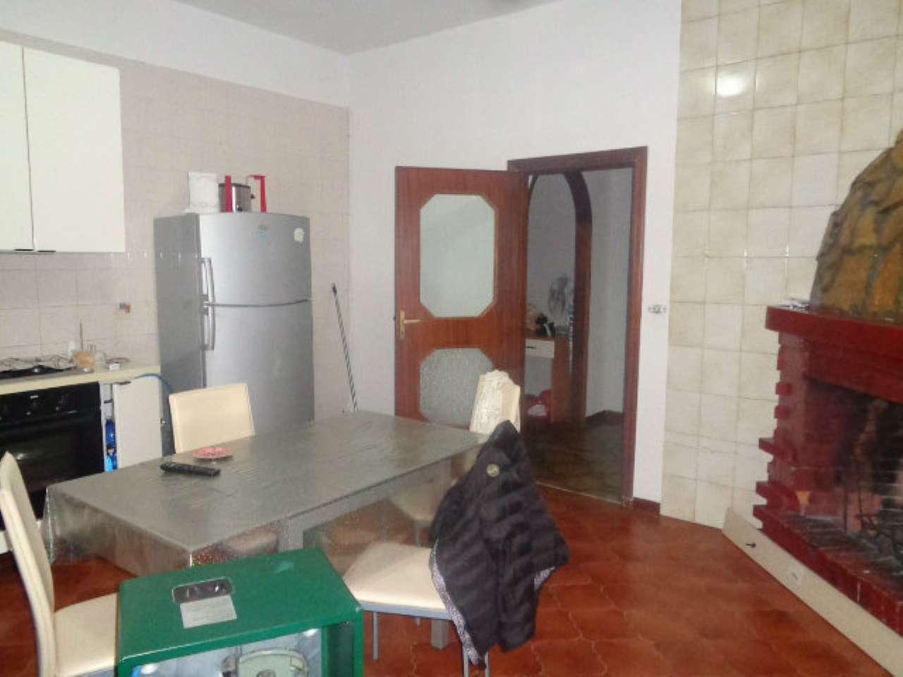 Appartamento in condizioni mediocri in affitto Rif. 8453549