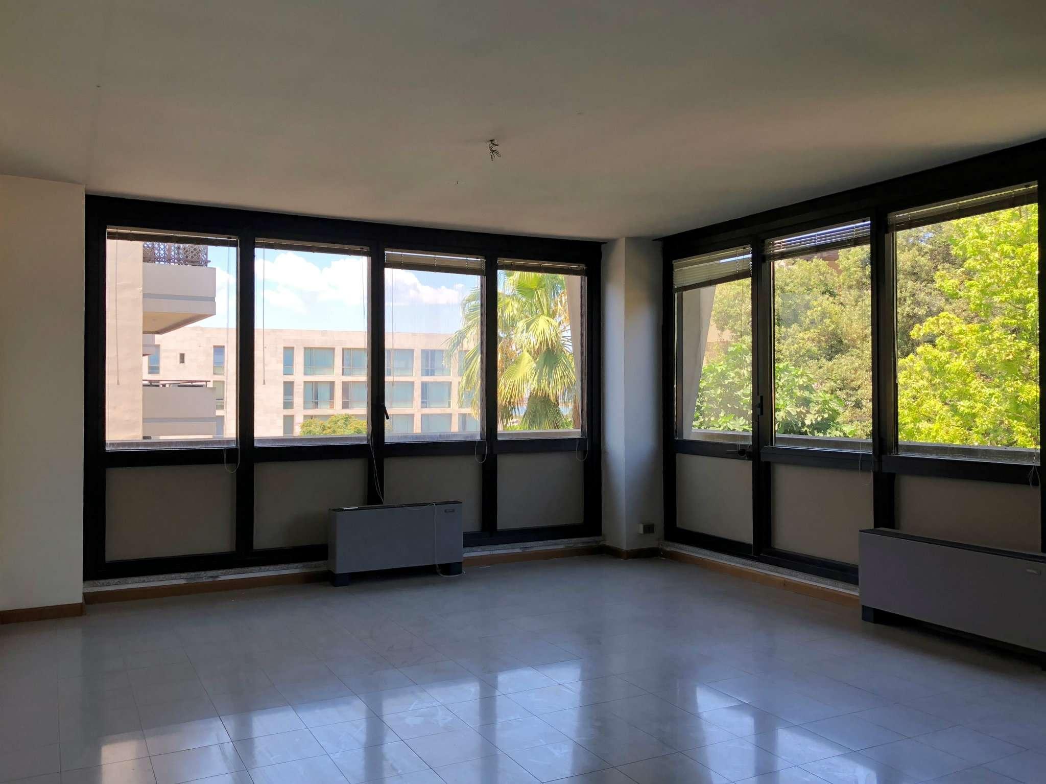 Lussuoso studio in palazzo di prestigio, primo piano, luminoso Rif. 6377665