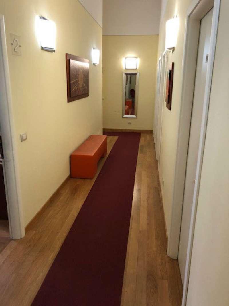 si affitta stanza uso ufficio in prestigioso studio commerciale pressi piazza san marco. Rif. 6977221