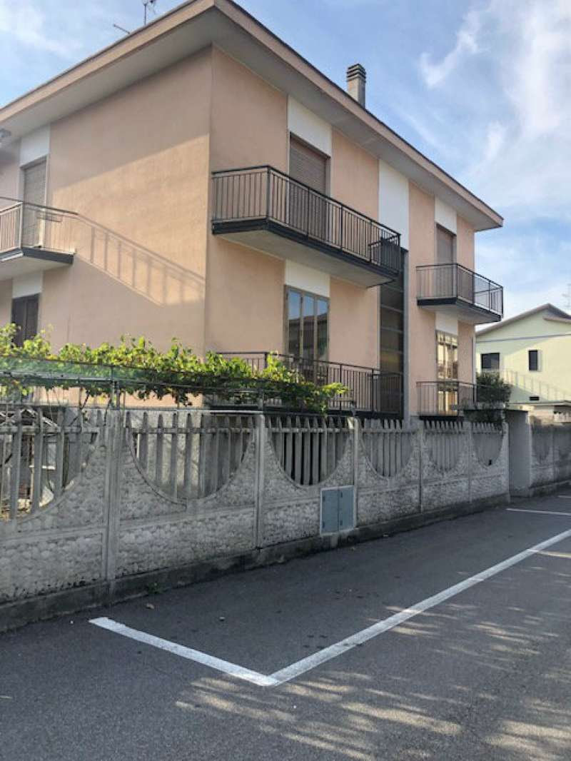 Soluzione Indipendente in vendita a Pregnana Milanese, 8 locali, prezzo € 390.000 | PortaleAgenzieImmobiliari.it