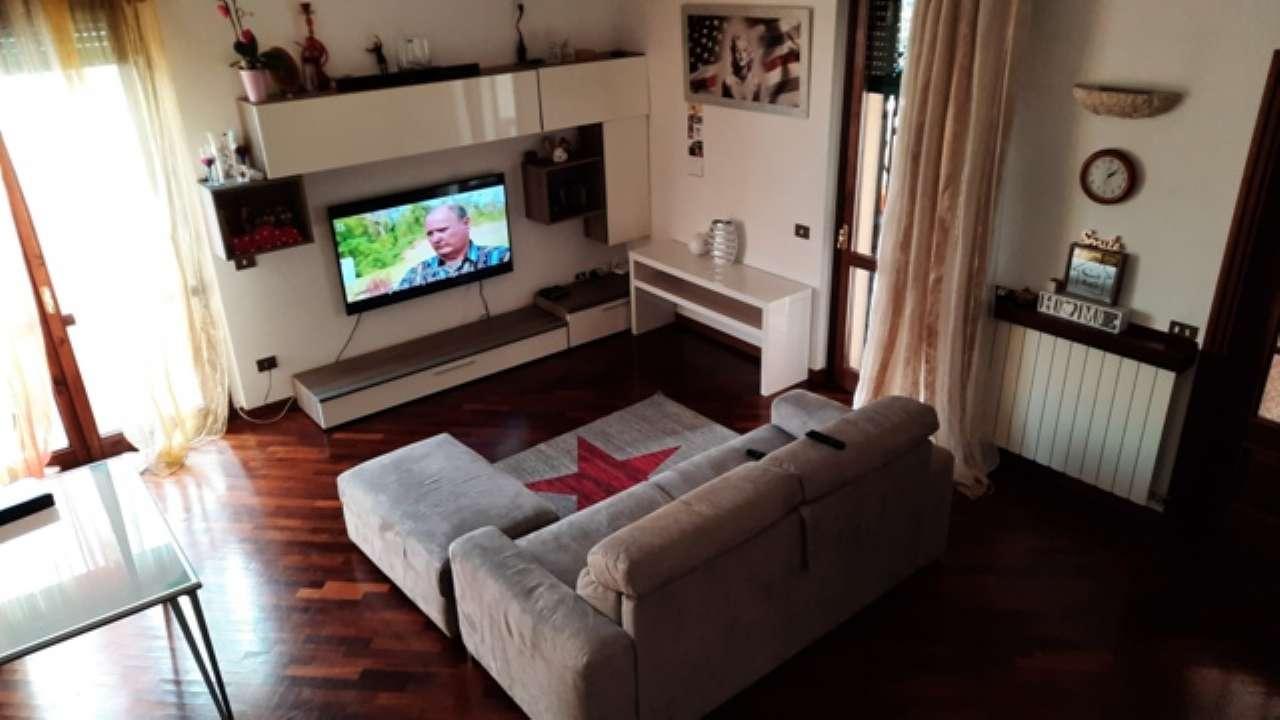 Appartamento in affitto a Lainate, 2 locali, prezzo € 700 | CambioCasa.it