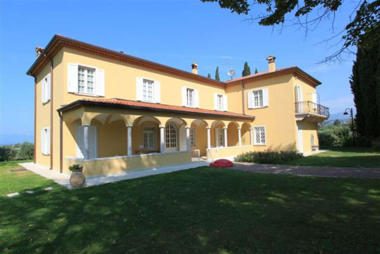 Villa in vendita a Lazise, 9 locali, Trattative riservate | CambioCasa.it