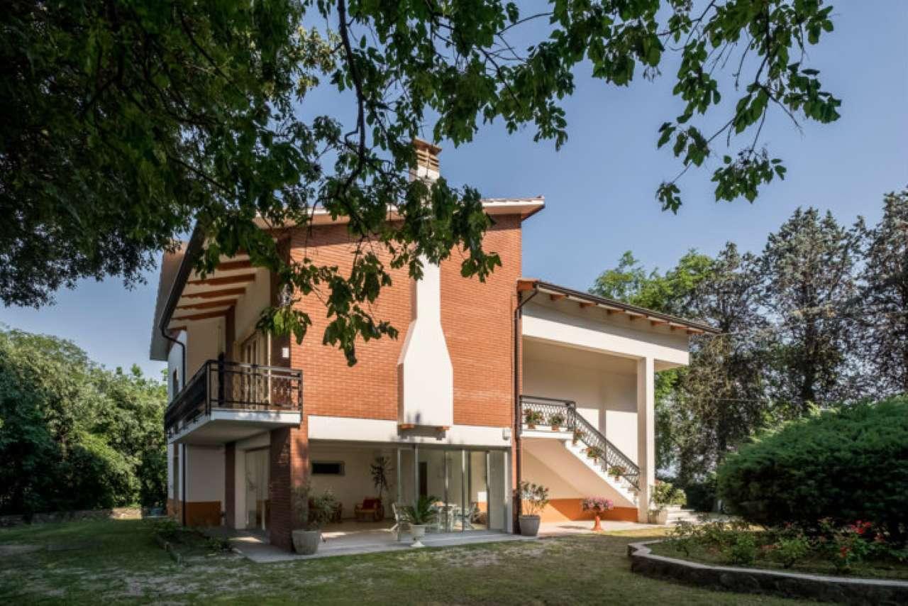Villa in vendita a Ponti sul Mincio, 7 locali, prezzo € 895.000 | CambioCasa.it