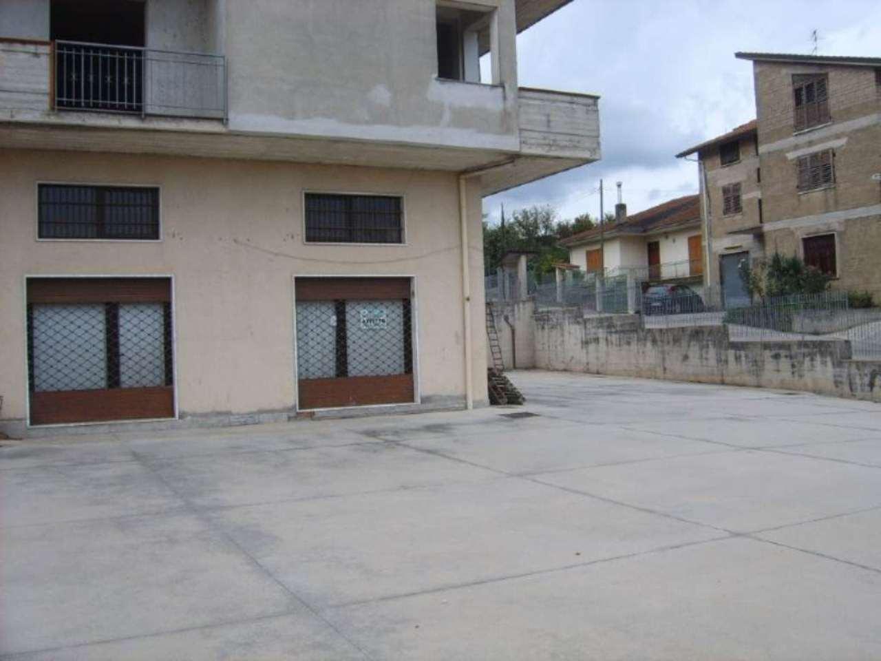 ampio locale adatto a ristorazione o altro su strada di collegamento Atripalda 1000 EURO Rif. 5179916
