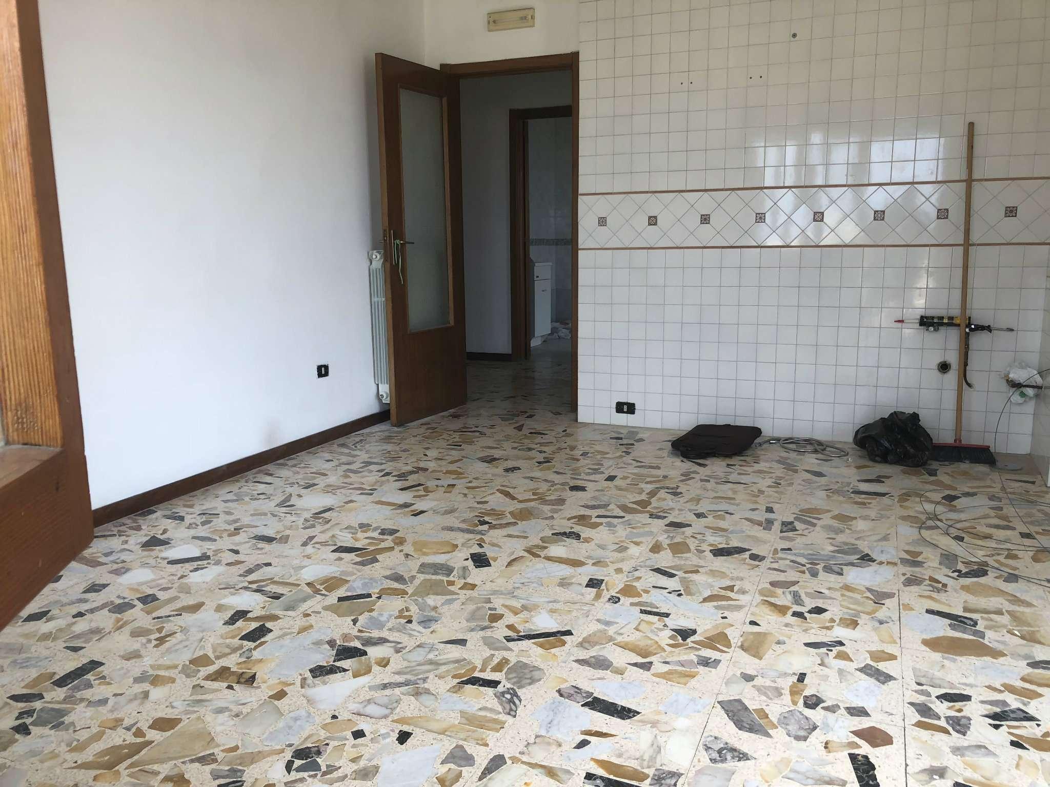 Appartamento in buone condizioni in vendita Rif. 7140412