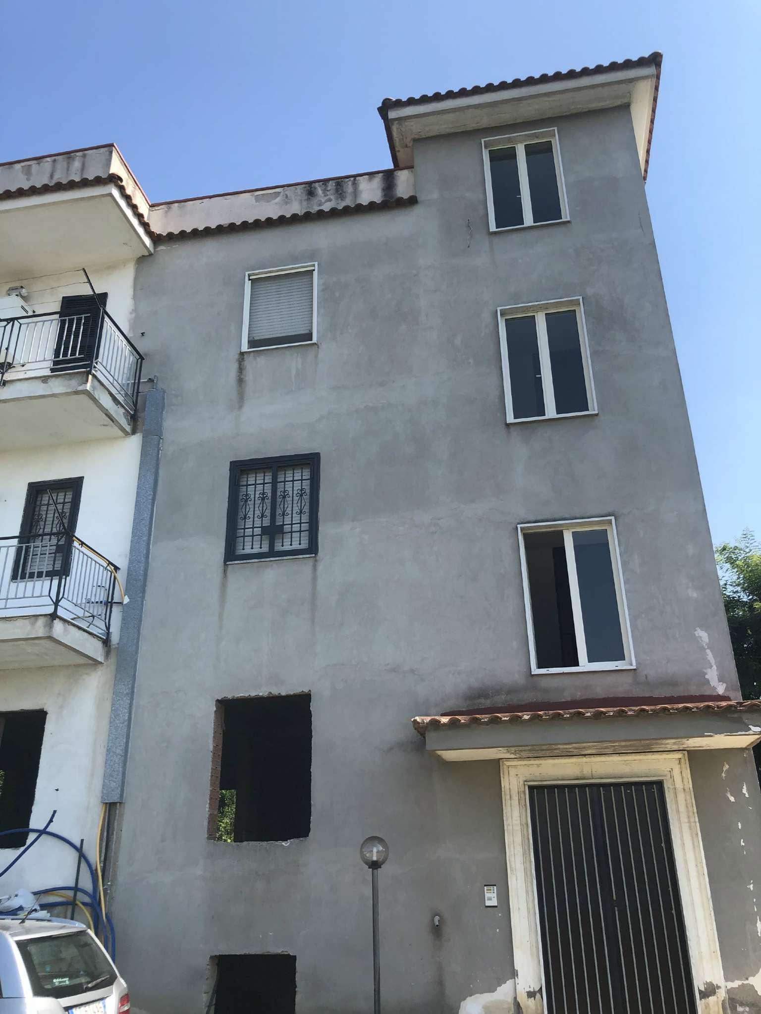 Villaricca due, zona Castel Belvedere, fittasi ampio appartamento con posto auto.