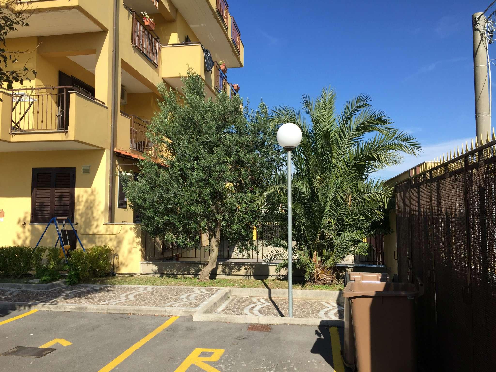 Appartamento in buone condizioni in affitto Rif. 8390382
