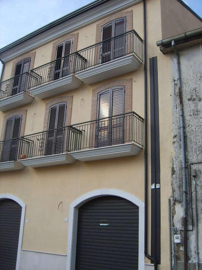 Negozio / Locale in vendita a Manocalzati, 1 locali, prezzo € 110.000 | CambioCasa.it