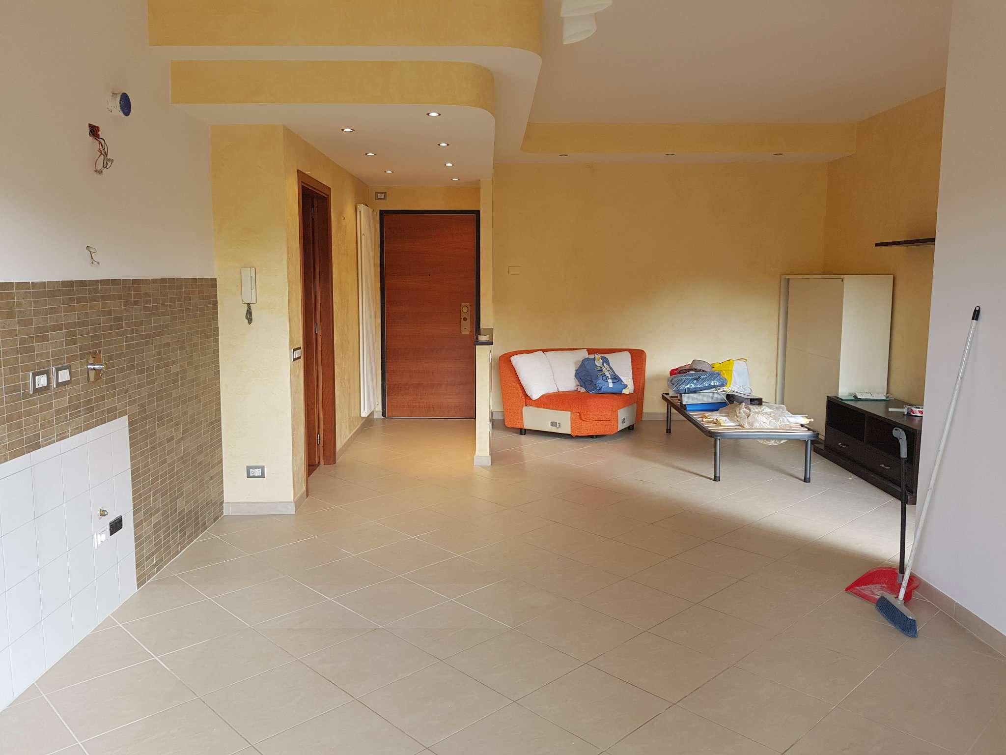 Appartamento ristrutturato in affitto Rif. 5853148