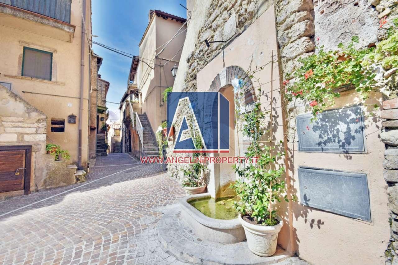 Appartamento in vendita a Scandriglia, 2 locali, prezzo € 23.000   CambioCasa.it