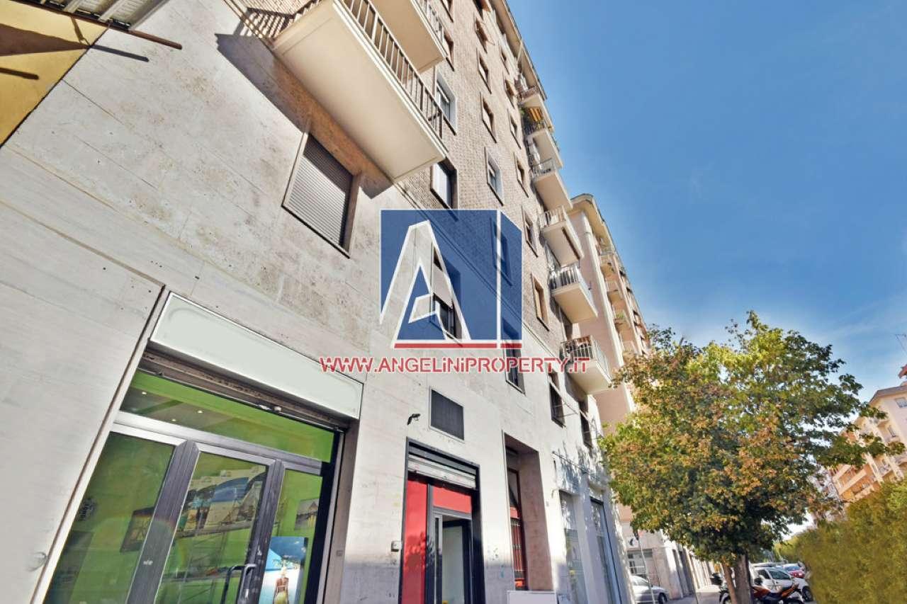 Negozio / Locale in vendita a Roma, 3 locali, zona Zona: 16 . Appia nuova - Alberone - Colli Albani, prezzo € 125.000   CambioCasa.it
