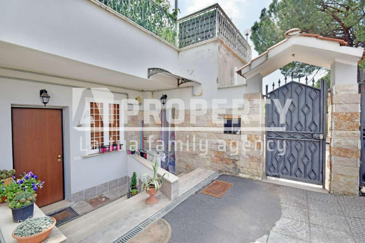 Appartamento in vendita a Roma, 3 locali, zona Zona: 36 . Finocchio, Torre Gaia, Tor Vergata, Borghesiana, prezzo € 65.000 | CambioCasa.it