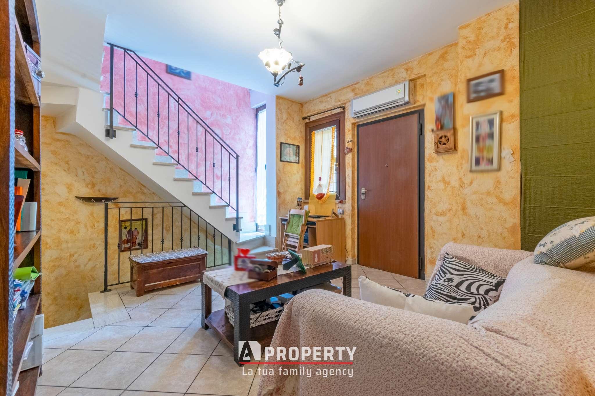Villa Tri-Quadrifamiliare in vendita a Roma, 5 locali, zona Zona: 36 . Finocchio, Torre Gaia, Tor Vergata, Borghesiana, prezzo € 185.000   CambioCasa.it