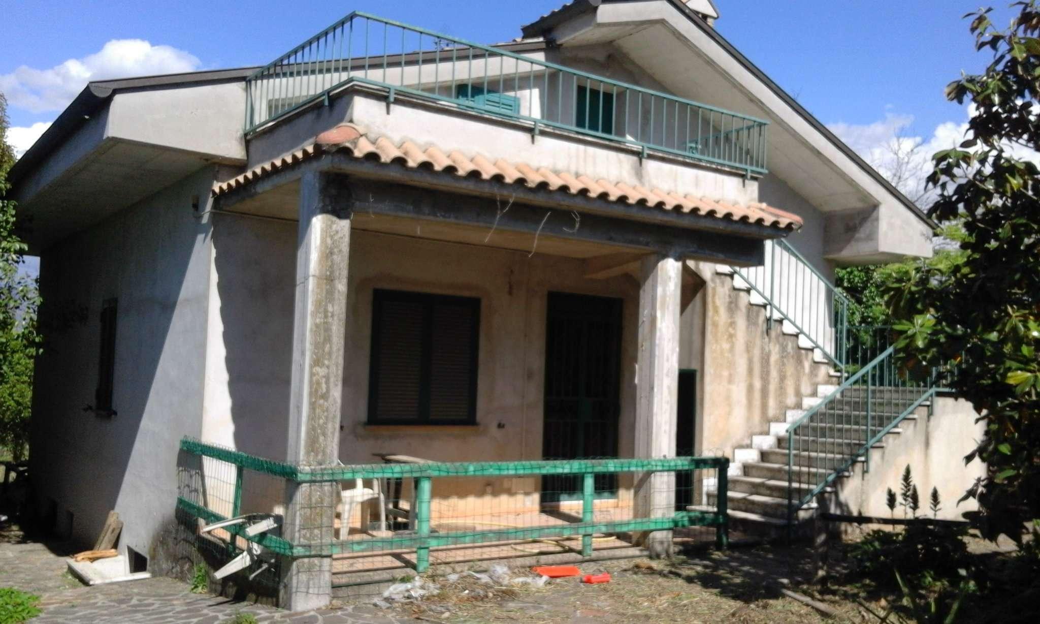 Villa Tri-Quadrifamiliare in vendita a Zagarolo, 7 locali, prezzo € 165.000   CambioCasa.it
