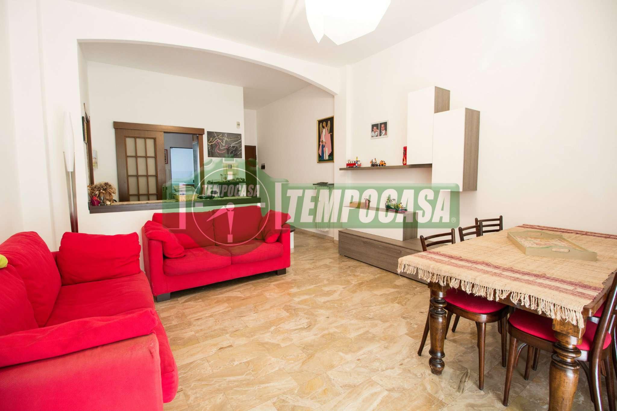 Appartamento in buone condizioni in vendita Rif. 7163910